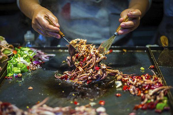 Top 3 phố ẩm thực nổi tiếng tại Lệ Giang, Trung Quốc