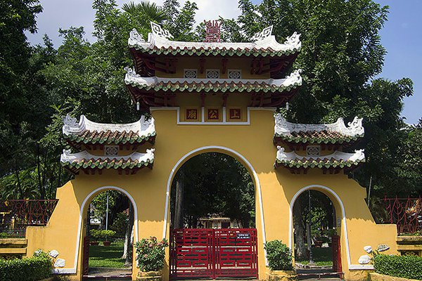 Hướng dẫn tham quan Lăng Ông Bà Chiểu, Sài Gòn