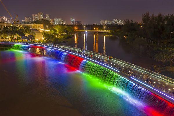 Hồ Bán Nguyệt, Cầu Ánh Sao - điểm hẹn đáng nhớ du lịch Sài Gòn