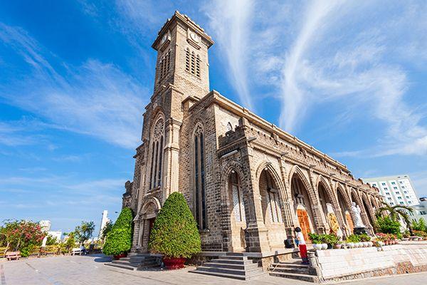 Khám phá Nhà thờ Đá Nha Trang - nhà thờ có kiến trúc Gothic độc đáo