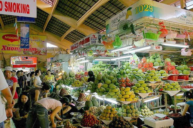 Gian hàng trái cây chợ Bến Thành