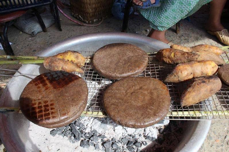 Bánh tam giác mạch có hương vị đậm miền núi mộc mạc