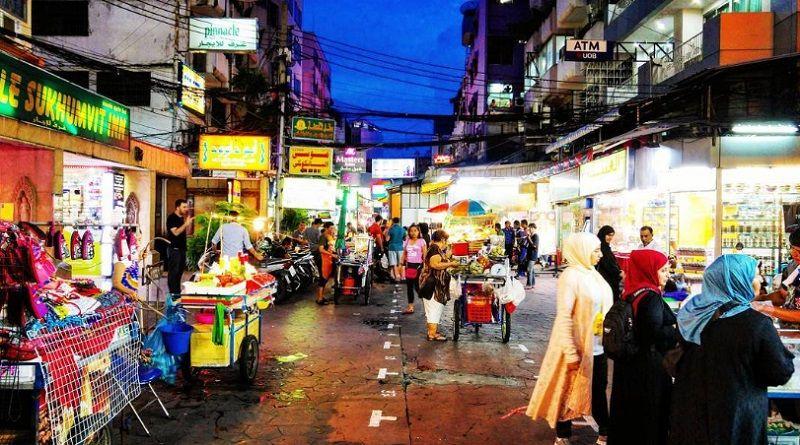 Khu chợ hai bên đường Sukhumvit