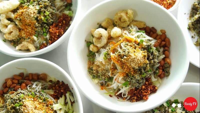 Cần thêm chút rau thơm phía trên cho món ăn thêm bắt mắt
