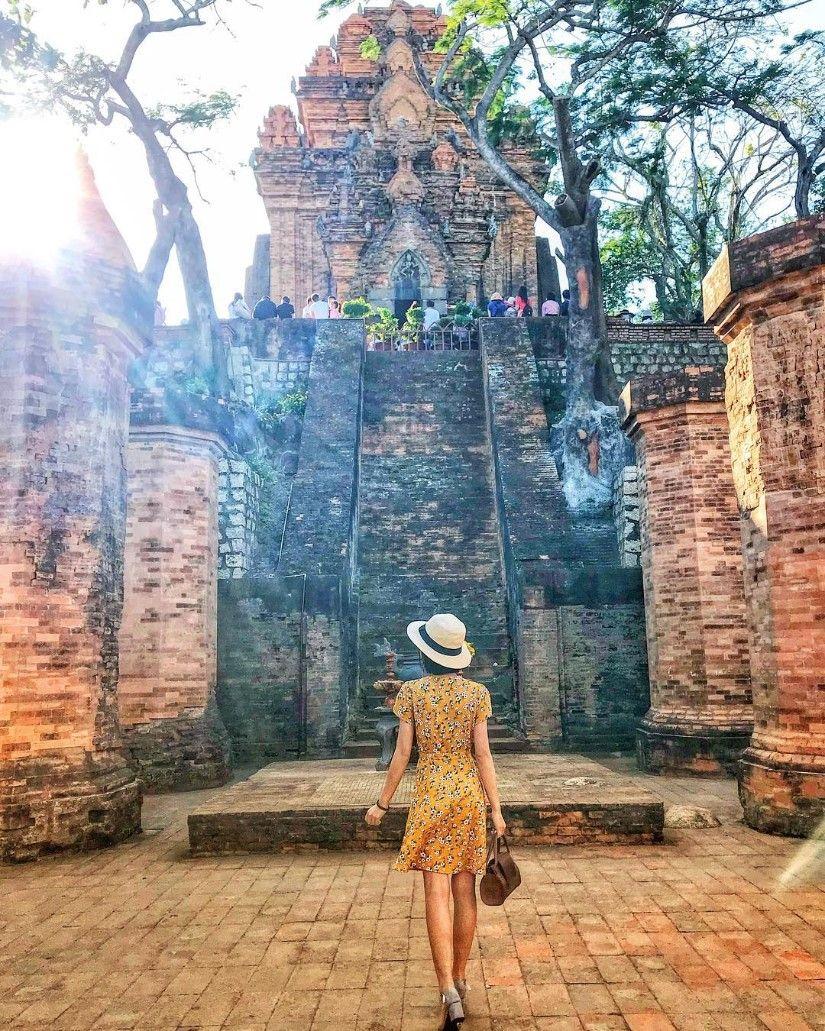 Tháp bà Ponagar là địa điểm được nhiều du khách yêu thích
